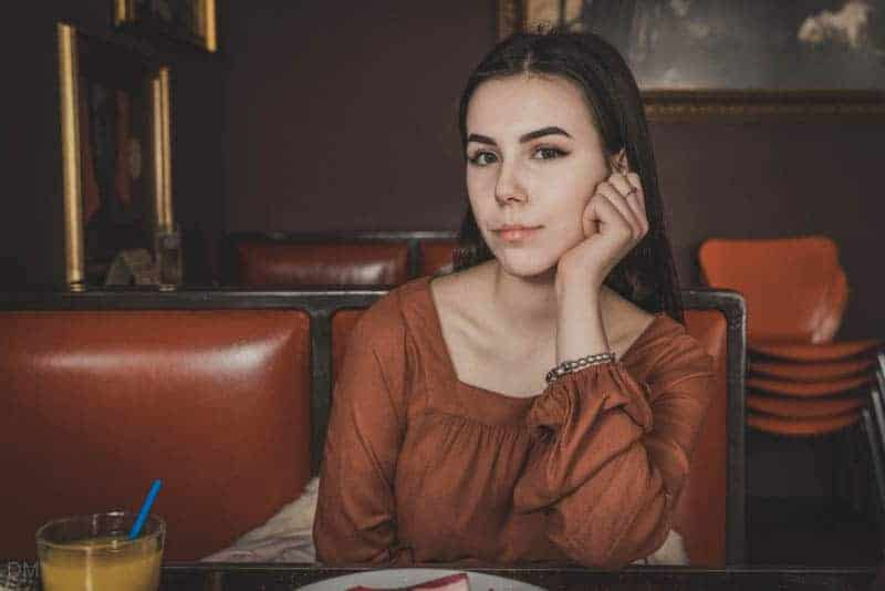 Ukrainian girl in Shalena Mama restaurant, Kiev, Ukraine