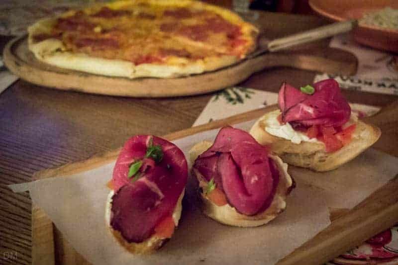 Bruschetta with roast beef and Philadelphia cream, and salami pizza - Rucola, Kiev